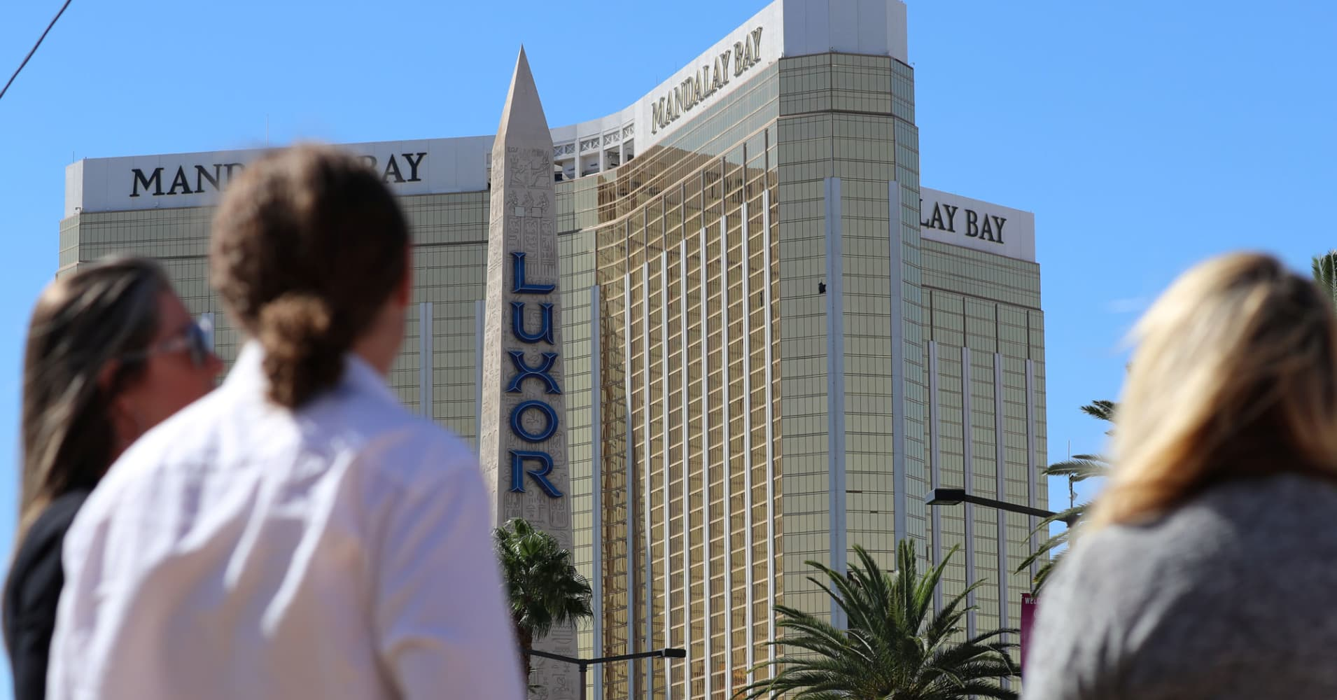 Las Vegas Shooter Turned Hotel Room Into Fortress Ex Fbi