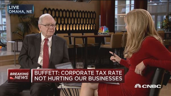 Warren Buffett: Corporate tax rate not hurting our businesses