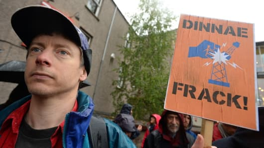 Scotland announces ban on fracking