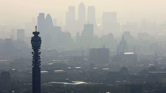 All Londoners live with risky  levels of toxic air particles, mayor warns