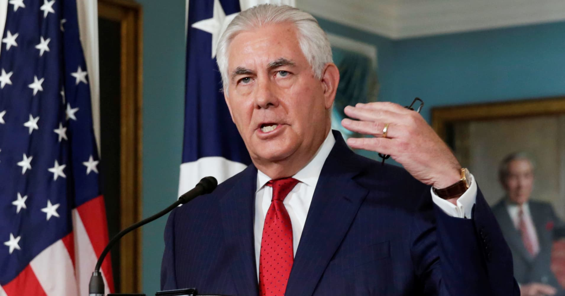 https://fm.cnbc.com/applications/cnbc.com/resources/img/editorial/2017/10/04/104752265-RTS1F45X-rex-tillerson.1910x1000.jpg