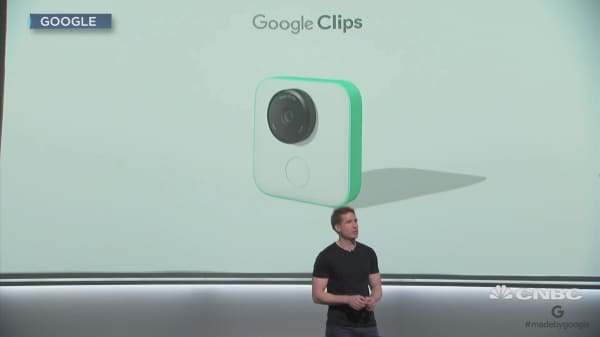 Google debuts a wireless, hands-free camera that pairs with smartphones