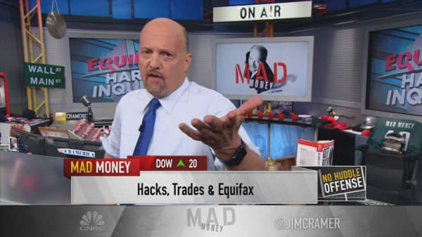 Cramer: 3 Equifax executives should be investigated for insider trading