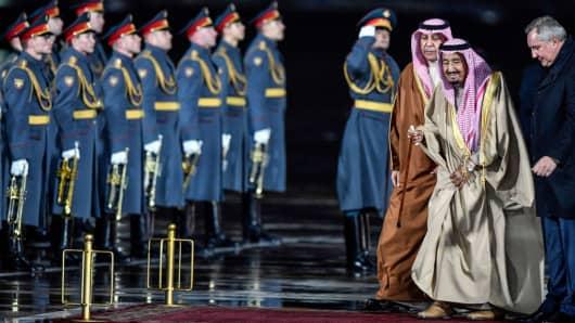 Saudi Arabia's King Salman bin Abdulaziz Al Saud (2nd R) walks upon his arrival at Moscow's Vnukovo Airport on October 4, 2017. Russian deputy prime minister Dmitry Rogozin is seen on the right.