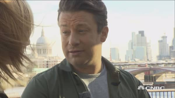 UK government should push healthy food, Jamie Oliver says