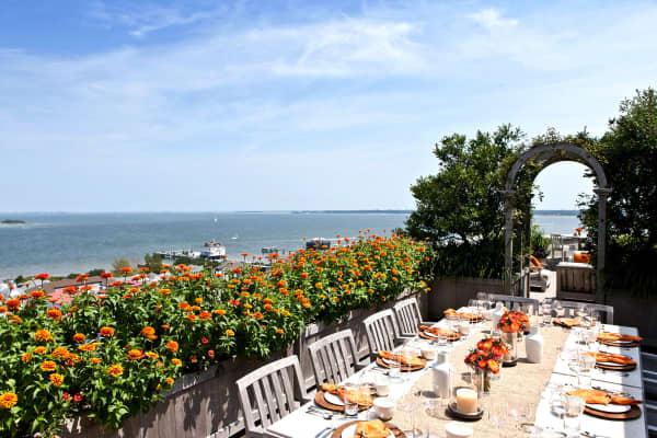 The rooftop garden surrounds an al fresco dining area.