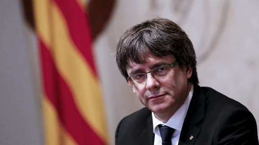 Catalan leader dodges clear declaration of independence