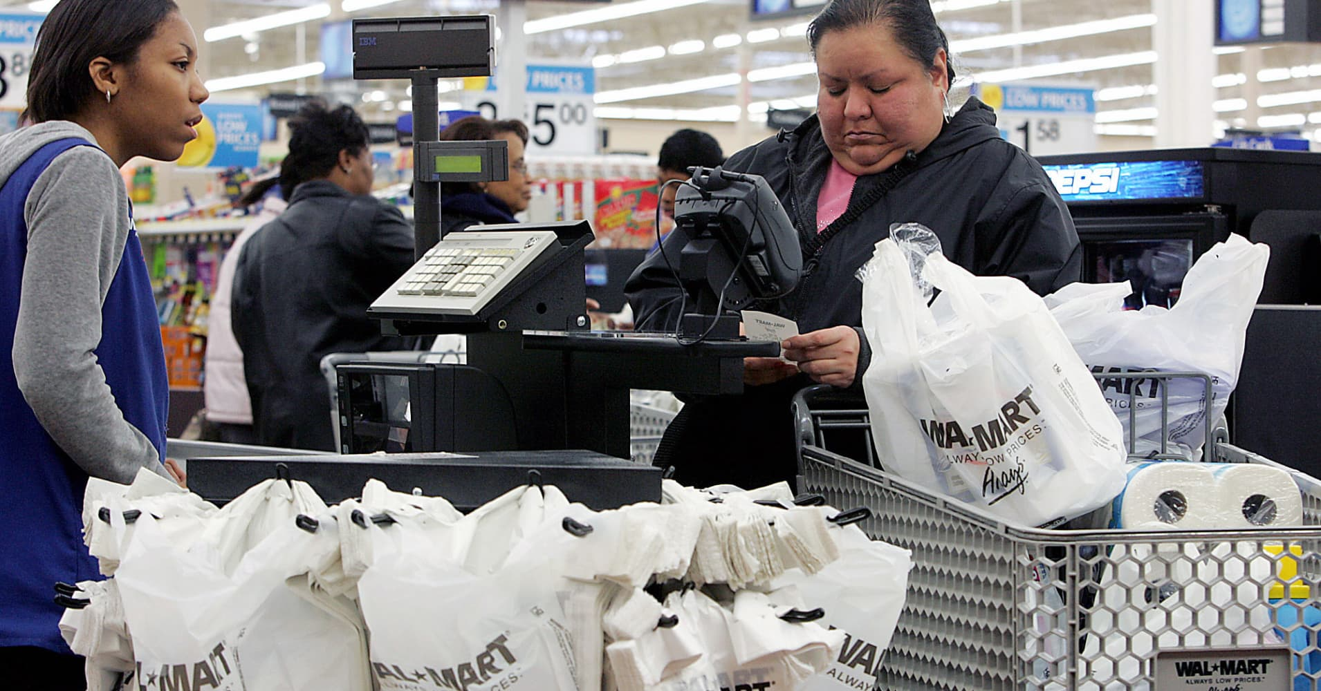 924be17ce7 Wal-Mart saves millions by changing plastic bags