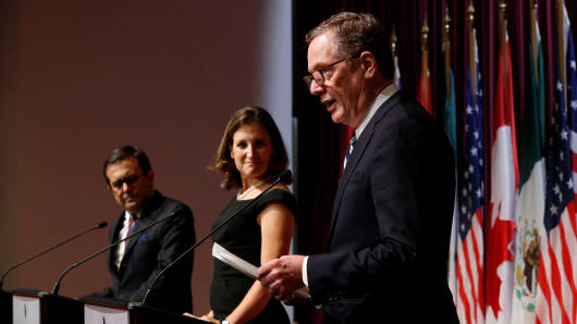 U.S. Trade Representative Robert Lighthizer (R) addresses the media with Canada's Foreign Minister Chrystia Freeland (C) and Mexico's Economy Minister Ildefonso Guajardo at the close of the third round of NAFTA talks involving the United States, Mexico and Canada in Ottawa, Ontario, Canada, September 27, 2017.
