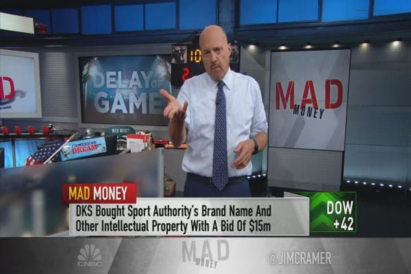 Cramer explains how Sports Authority's bankruptcy cast a shadow on athletic retail