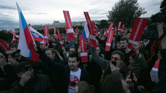 Thousands attend an anti-Kremlin rally called by opposition leader Alexei Navaln in Saint Petersburg, Russia, on October 7, 2017.