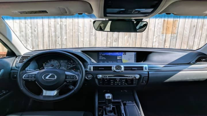 The cockpit of the Lexus GS200t