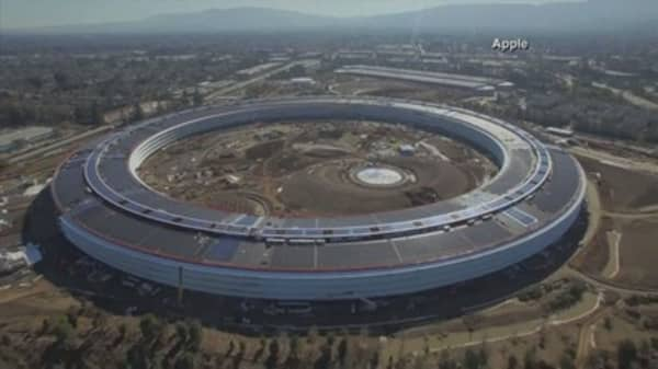 Apple's new campus is nearly finished and now Apple is building basketball courts