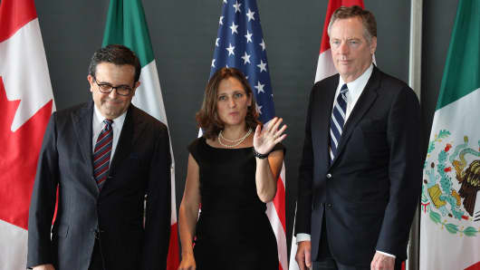 (L-R) Mexico's Secretary of Economy Ildefonso Guajardo Villarreal, Canada's Minister of Foreign Affairs Chrystia Freeland, and United States Trade Representative Robert E. Lighthizer gather for a trilateral meeting at Global Affairs on the final day of the third round of the NAFTA renegotiations in Ottawa, Ontario, September 27, 2017.