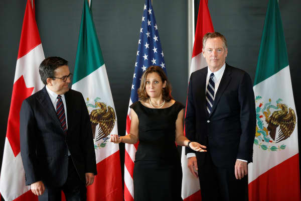Canada's Foreign Minister Chrystia Freeland (C) speaks before the start of a trilateral meeting with Mexico's Economy Minister Ildefonso Guajardo (L) and U.S. Trade Representative Robert Lighthizer during the third round of NAFTA talks involving the United States, Mexico and Canada in Ottawa, Ontario, Canada, September 27, 2017.
