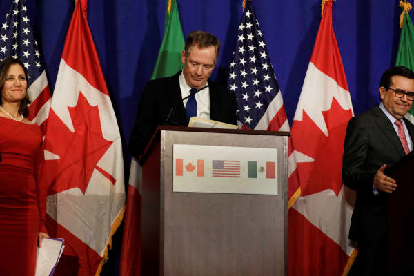 (L-R) Canadian Foreign Affairs Minister Chrystia Freeland, U.S. Trade Rep Robert Lighthizer and Mexican Secretary of Economy Ildefonso Guajardo Villarreal make statements to the media after a NAFTA trilateral ministerial press event in Washington, October 17, 2017.