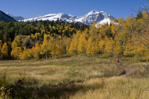 Wo,man running in the mountains, Provo, Utah.