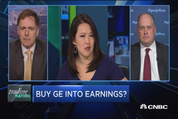 Trading Nation: Buy GE into earnings?