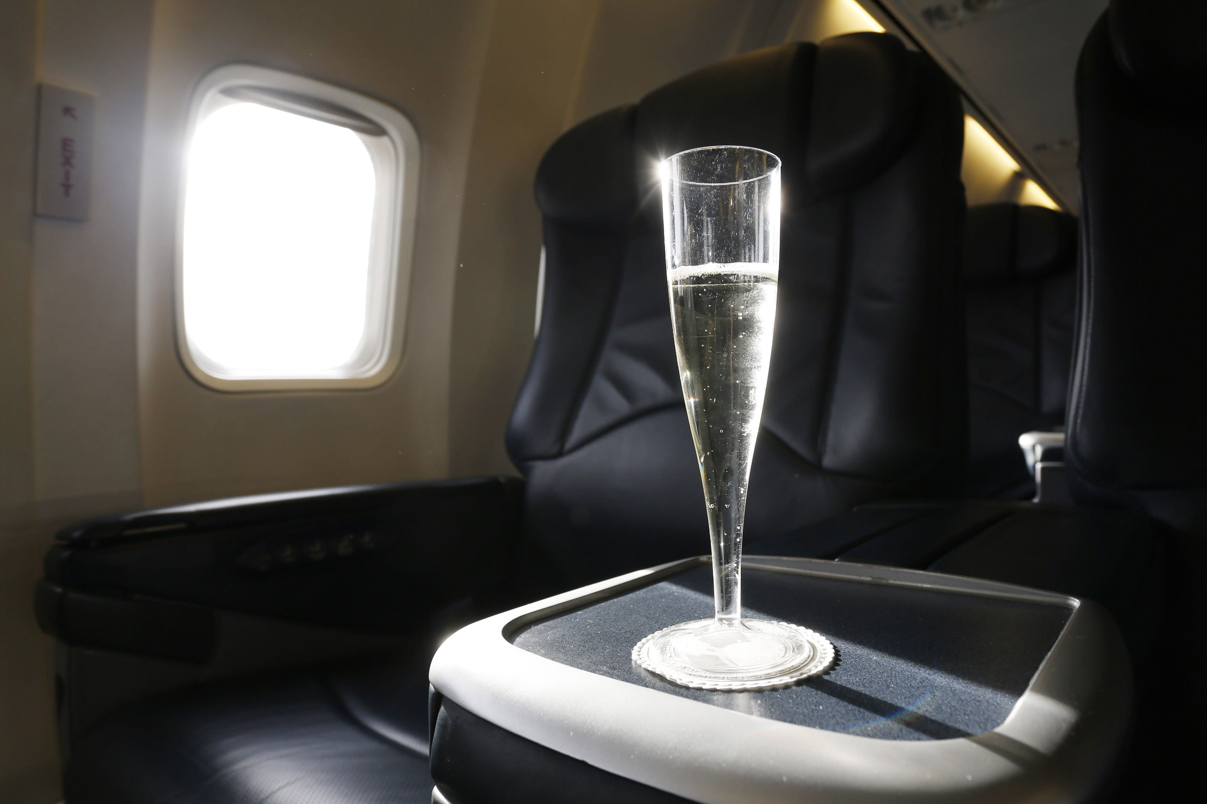 man sues airline because he got sparkling wine not champagne on flight