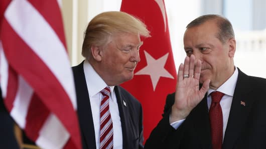 resident Donald Trump (L) welcomes President Recep Tayyip Erdogan (R) of Turkey outside the West Wing of the White House May 16, 2017 in Washington, DC.
