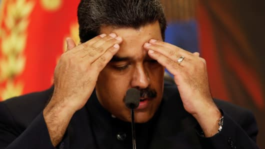 Venezuela's President Nicolas Maduro gestures as he talks to the media during a news conference at Miraflores Palace in Caracas, Venezuela October 17, 2017.