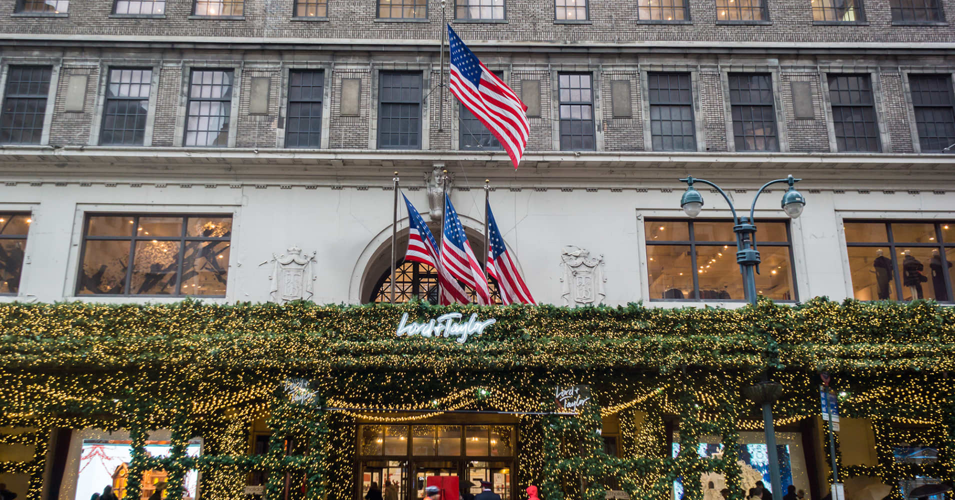 Lord & Taylor's long goodbye to Fifth Avenue is about to begin — and it may include some nice deals on cashmere sweaters and designer handbags. The upscale retailer's year-old.