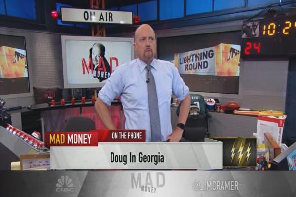 Cramer's lightning round: I'm behind pipeline stocks despite the sellers