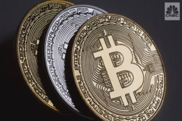 Bitcoin just split again, giving rise to bitcoin gold