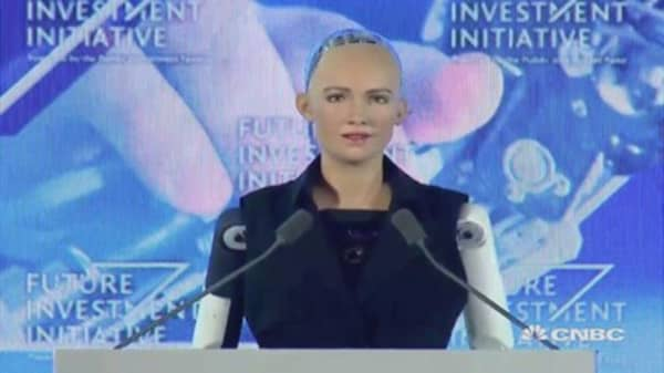 Watch CNBC's Andrew Ross Sorkin interview a lifelike robot named Sophia