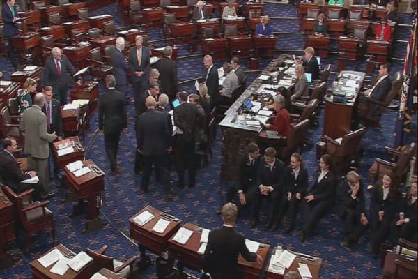 House narrowly passes budget, moving one step closer to tax reform