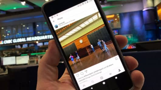 How to use Instagram Superzoom