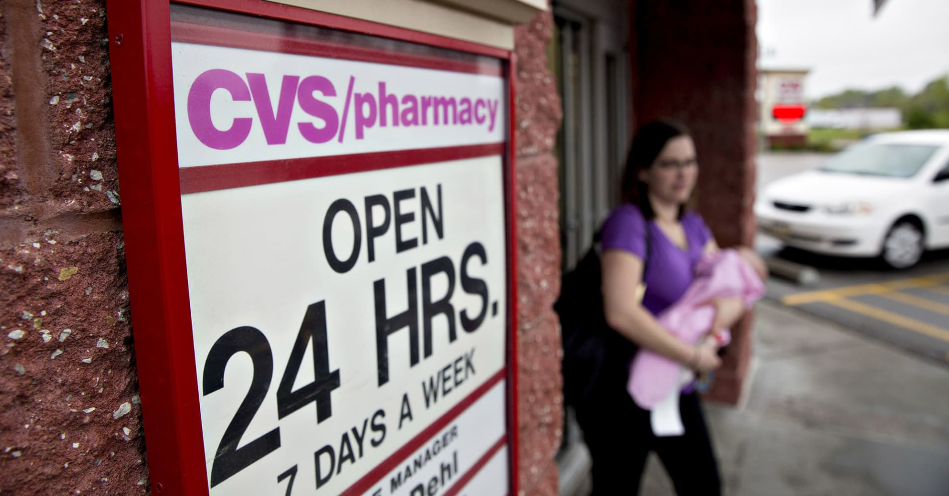 walgreens cvs shares tank after amazon buys online pharmacy pillpack