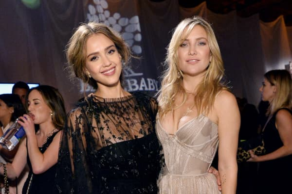 : Founder, The Honest Company, Jessica Alba (L) and actress Kate Hudson attend the Fifth Annual Baby2Baby Gala, Presented By John Paul Mitchell Systems at 3LABS on November 12, 2016 in Culver City, California.