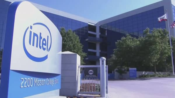 Analyst: Intel shares to surge more than 30%
