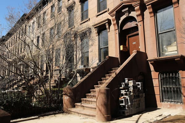 A Brooklyn brownstone, reportedly owned by Donald Trump's former campaign chairman Paul Manafort stands along a residential street in Carroll Gardens.