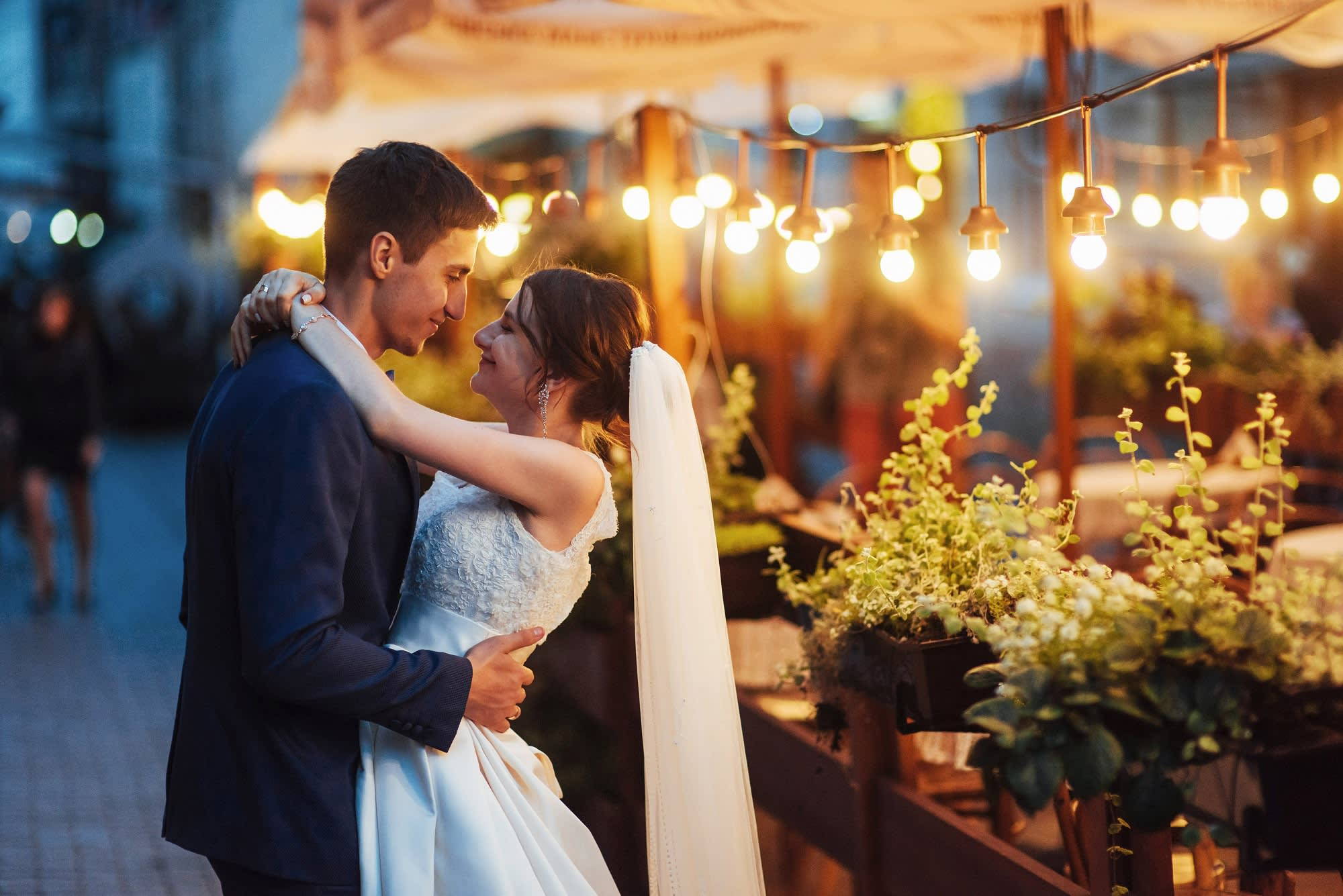 a451a54c346 What to spend on attending a wedding