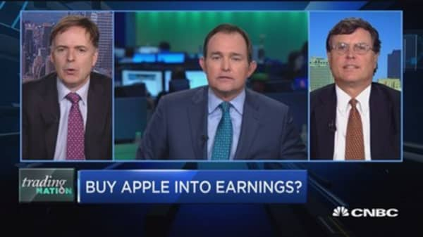 Trading Nation: Buy Apple into earnings?