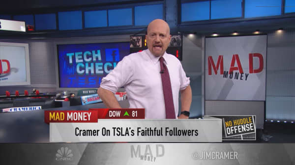 Cramer: Despite their difficulties, Facebook and Tesla are good long-term investments