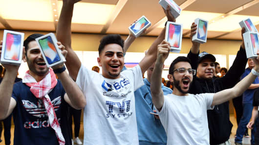 First customers display their iPhone X devices at an Apple showroom in Sydney, Australia on November 3, 2017.