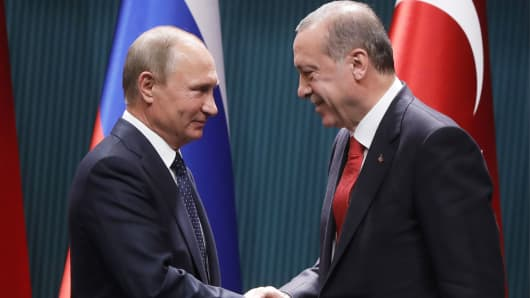 Russia's President Vladimir Putin and Turkey's President Recep Tayyip Erdogan shake hands at a joint news conference following their talks, September 28, 2017.