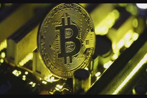 Bitcoin skyrockets past $7,400