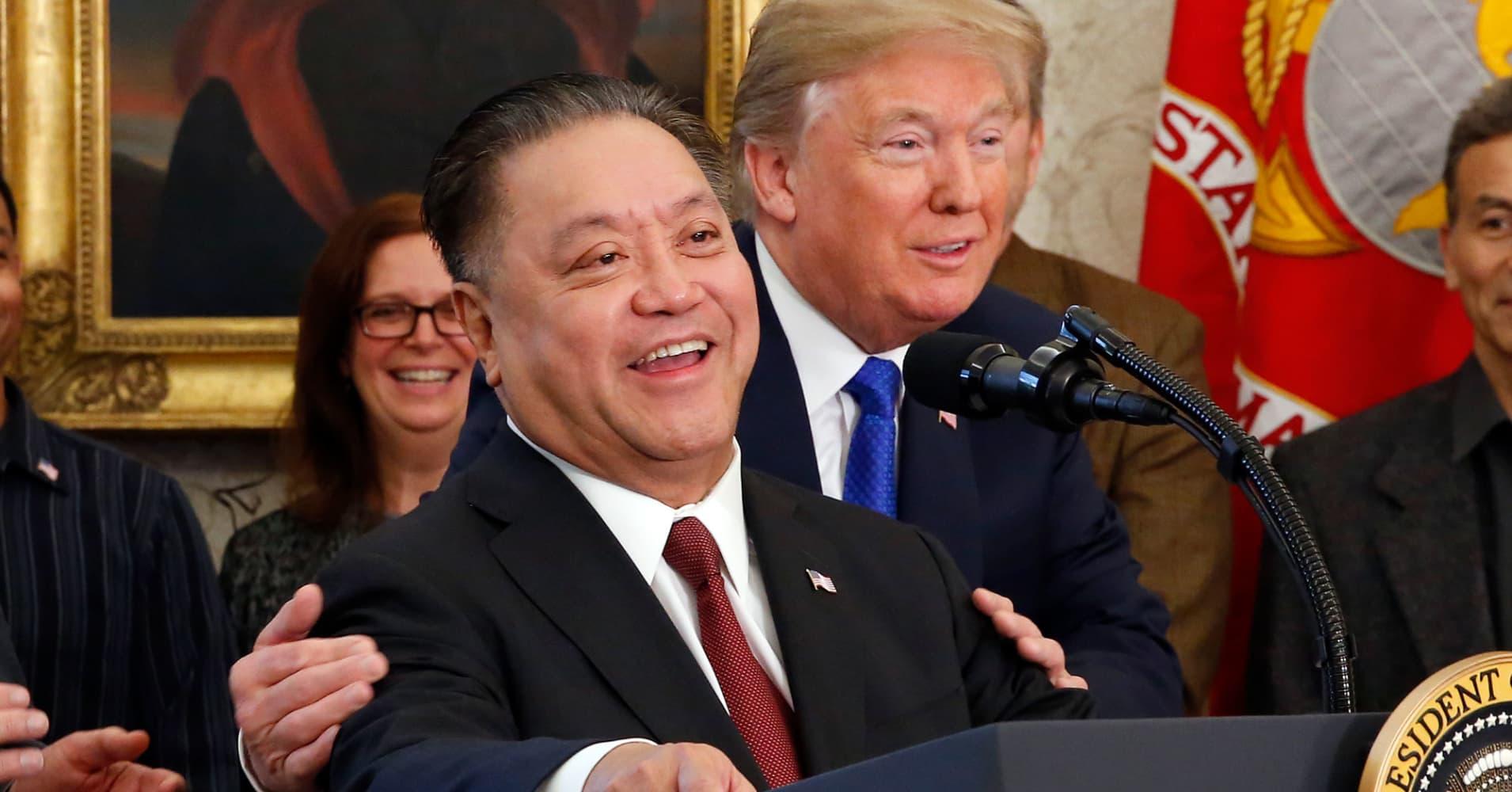 Trump blocks BROADCOMQUALCOMM deal