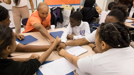 Former Knicks shooting guard John Starks meets with students at a recent BUILD event at Bronx Career and College Preparatory H.S.