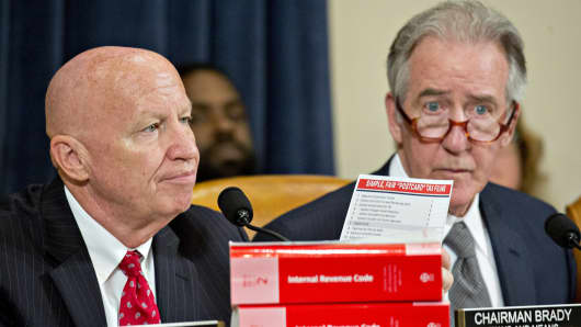 Representative Kevin Brady, a Republican from Texas and chairman of the House Ways and Means Committee, left, holds up a 'Simple, Fair 'Postcard' Tax Filing' card while making an opening statement next to ranking member Representative Richard Neal, right, during a markup hearing in Washington, D.C., U.S., on Monday, Nov. 6, 2017.