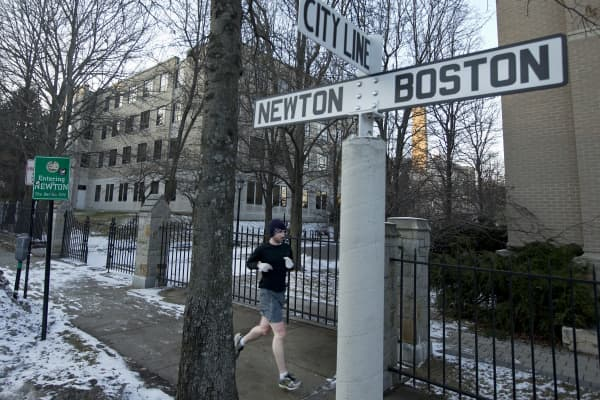 The Newton and Boston city line