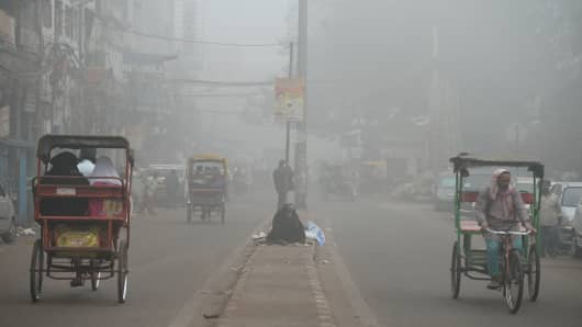 A road in New Delhi, India, shrouded in smog on November 8, 2017.