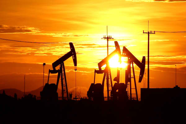 Oil and gas stocks surge during these market conditions. Here's why