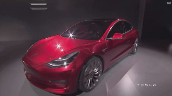 Tesla is inviting institutional investors for a joy ride in the Model 3