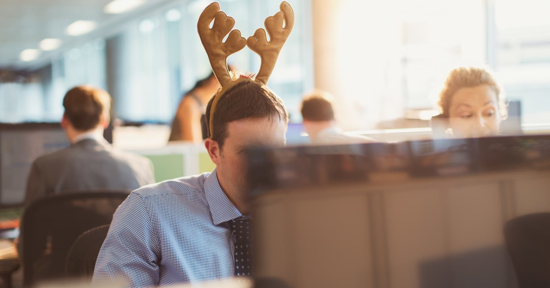 12 great holiday gifts for your coworkers that cost less than $20