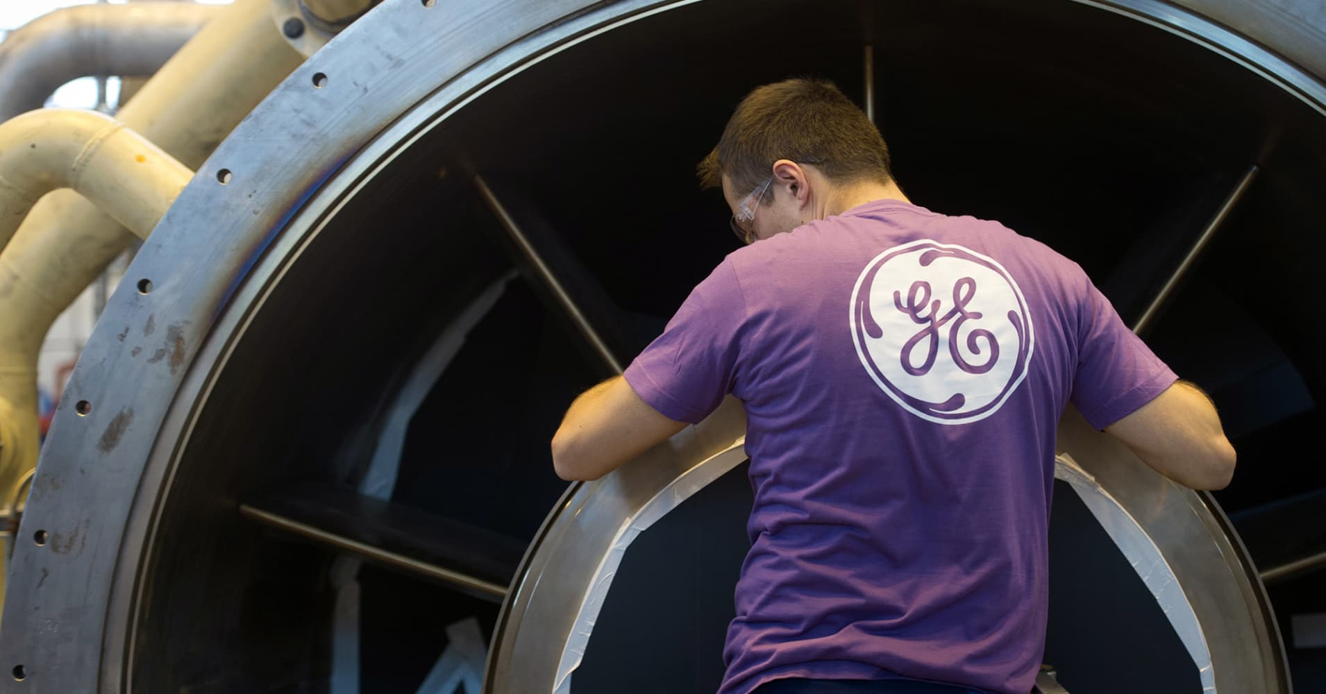 GE plunges 8% to new 9-year low after Wall Street says dividend cut to a penny may not be enough